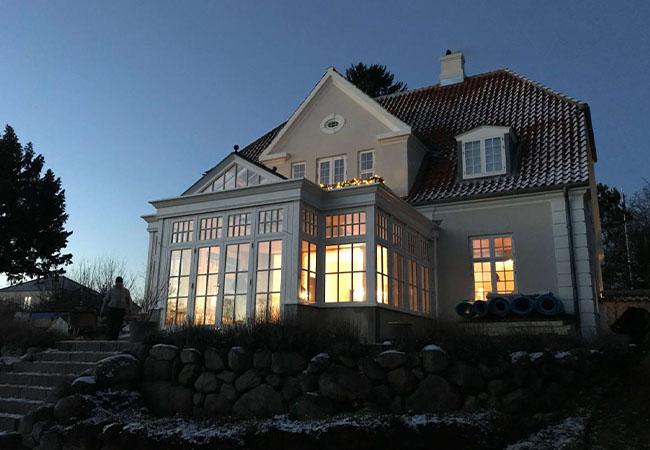 Orangeri i forlængelse af hus