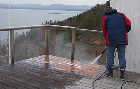 Skyll terrassen med rikelige mengder vann.