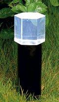 Fiberoptisk lys brukt i en lykt som lyser opp en busk.