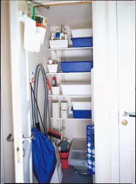 Praktiske plastbokser fra Ikea i ulike farger og størrelser.