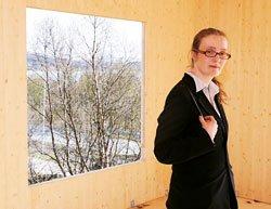 Byggeleder og daglig leder Karen Reinholdtsen gleder seg til å bo i en lys og lun bolig i heltre, med nærhet til naturen.