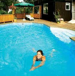 Et basseng i hagen er drømmen for svært mange - både store og små.