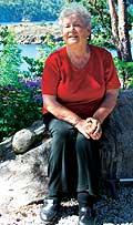 Astrid Gjertsen i sin flotte japansk inspirerte hage.