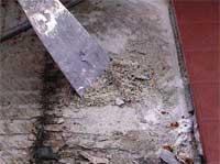 Vær nøye med underlaget. For eks. finnes det sparkel- og avretningsmasser som ikke kan ligge fukteksponert utendørs. De sveller, fryser i stykker og smuldrer opp.