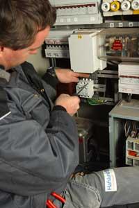 Investerer du i nytt elektrisk utstyr kan det være lurt å kontakte en elektriker for å sjekke at el-anlegget tåler belastnningen.