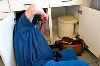 Ordne vandlåse under vasken.