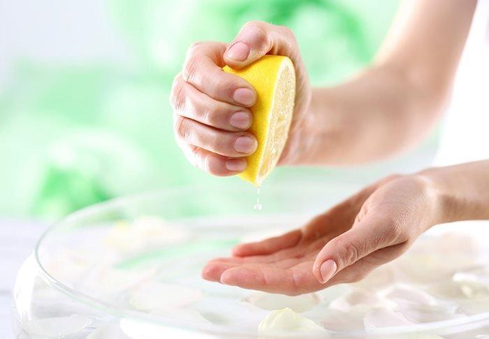 få hvit tøy med sitron