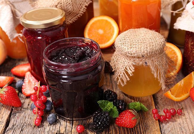 Appelsinmarmelade og jordbærsyltetøj