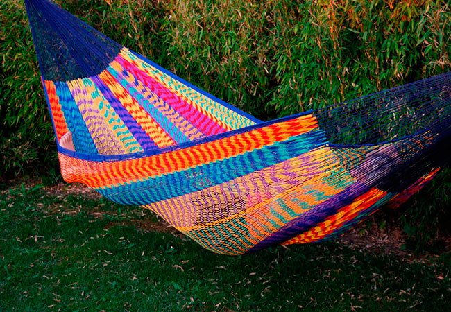 Farvestrålende mexicansk hængekøje i nylon.