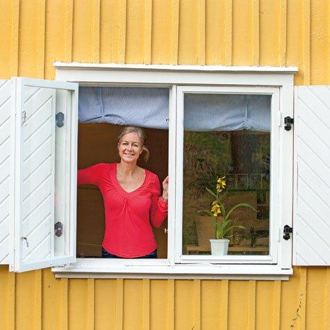 Familien Løfvenberg bor i en bolig fra 1918. Vinduene har ikke vært byttet siden 70-tallet. Familien ønsker å sette inn energieffektive vinduer. Foto: Victor Brott.