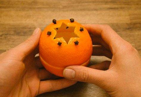 Duftende julelys af appelsinskaller