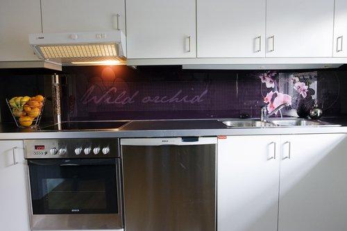 Slik ble kjøkkenet etter at platen var montert.