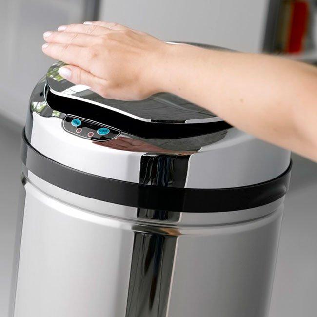 Affaldsspand med automatlåg fra Wupti.
