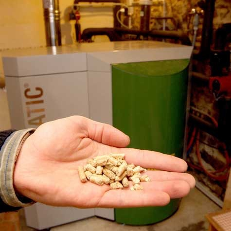 Pelletskjele: Det går med en del pellets når du varmer med pelletskjele. Da trenger du god lagringsplass.