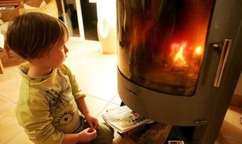 Farlig peiskos: Flammene fascinerer, men varmen kan også gjøre skade. Derfor skal nye ildsteder kontrolleres av en kvalifisert kontrollør før bruk.