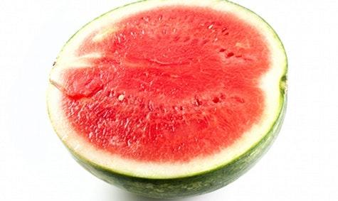 Oasis: Vannmelon kan brukes istedet for oasis når du lager blomsterdekorasjon til sommerfesten.