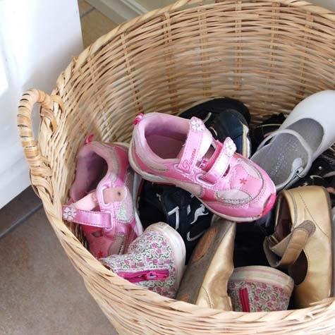 Smart: Bloggeren Silje West Hylland oppbevarer skoene i en kurv.