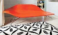 Sjeselongen Darling tegnet av Christophe Pillet finnes i flere utgaver hos Euklides.