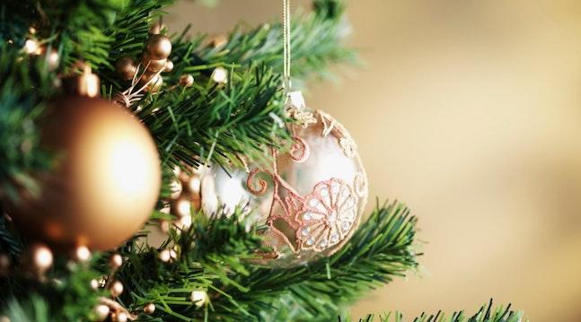 Juletræ med guldpynt