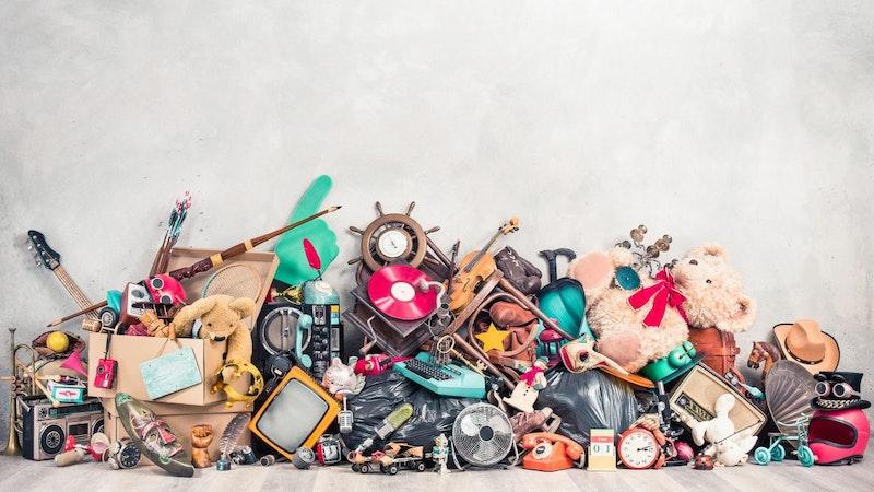 Gammelt legetøj i bunke