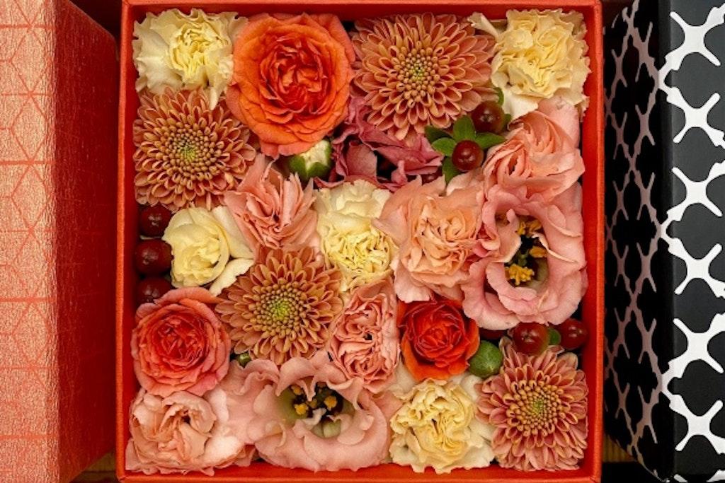Æske med orange blomster