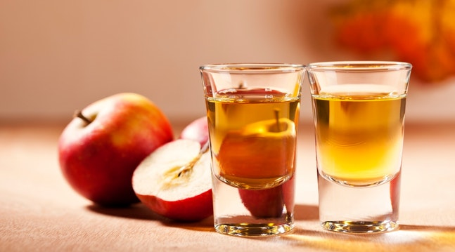 To glas æblesnaps