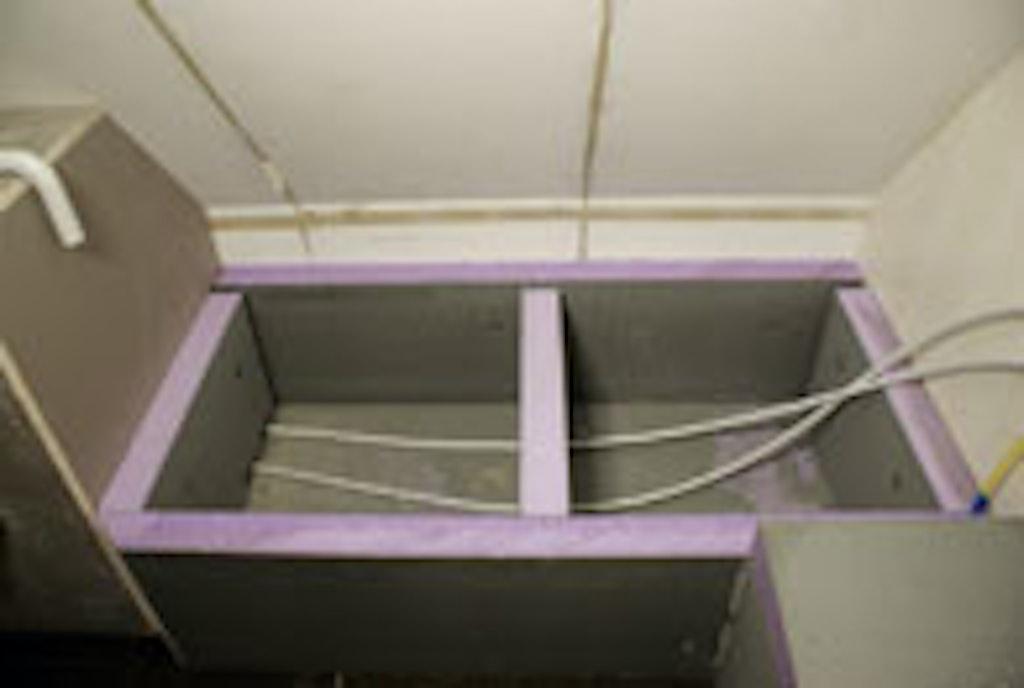 Spabænken er bygget op som en kasse af vådrumspladser