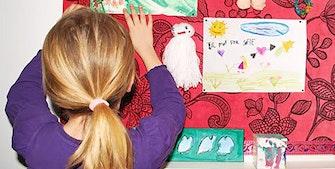 Børn og børnebørns kunstværker og lerfigurer
