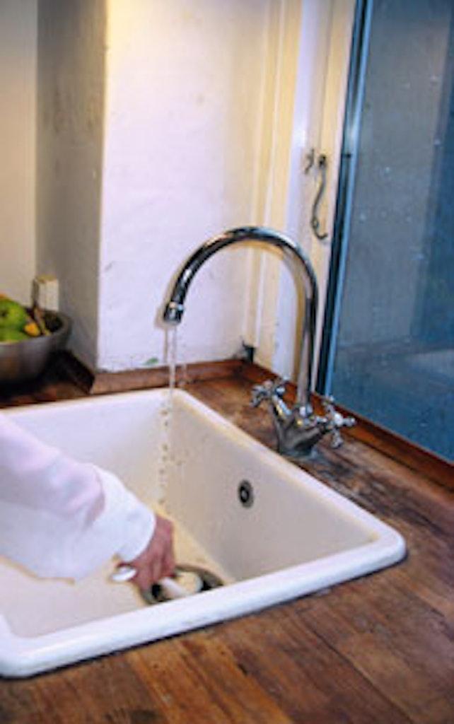 Vand er bordpladens største fjende i køkkenet