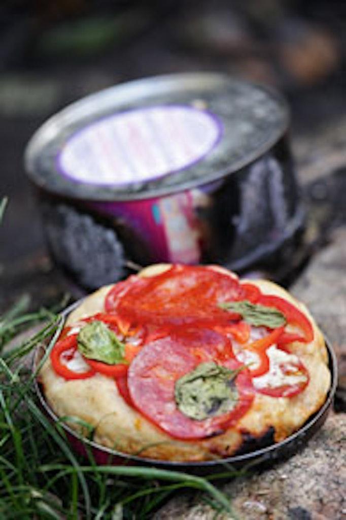 Sådan bager du pizza på bål