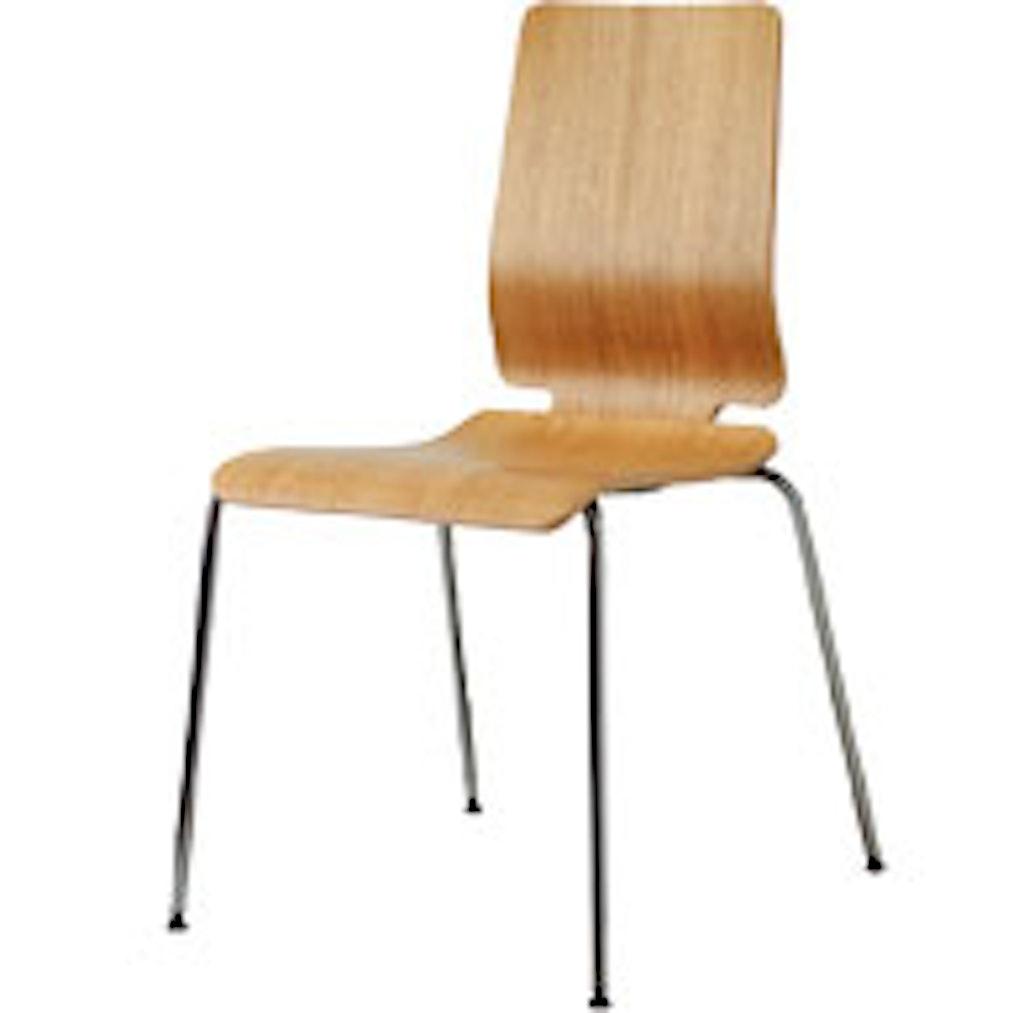 Stolen er lavet af egetræsfinér